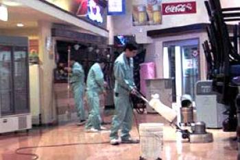 1.店舗の定期清掃業務風景