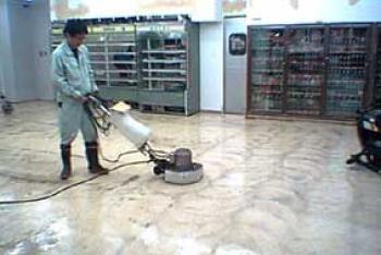 3.店舗の定期清掃業務風景